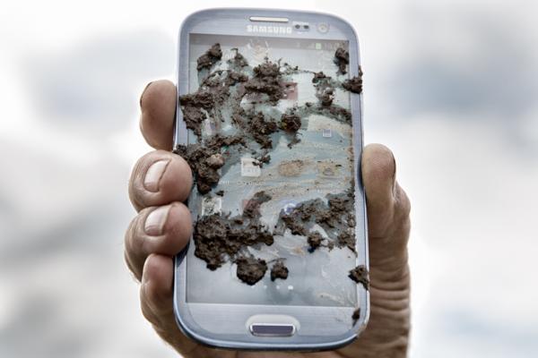 handwerk magazin testet Smartphones auf Baustellentauglichkeit.