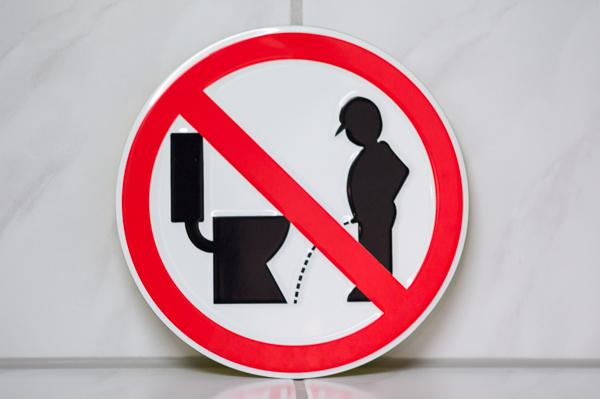 Urteil: Auf der Betriebstoilette verletzt – kein Arbeitsunfall!