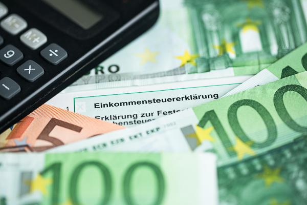 SPD-Haushaltspolitiker Carsten Schneider  stellt Steuerbonus für Handwerkerleistungen in Frage.