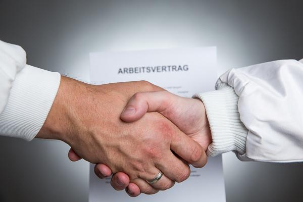 Nachweisgesetz fordert für Arbeitsverträge die Schriftform, Musterarbeitsverträge helfen