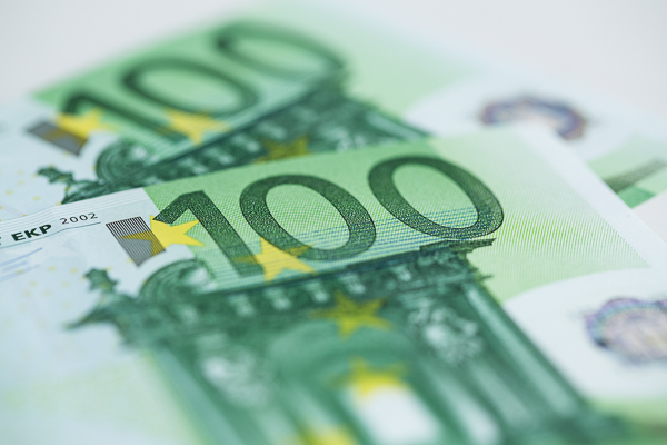 Ab 01. August 2014 ist der tarifliche Mindestlohn allgemeinverbindlich, das heißt er gilt auch für nicht tarifgebundene Maler- und Lackiererbetriebe.