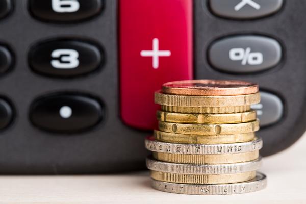 Am 29. Juli 2014 ist das Gesetz zur Bekämpfung von Zahlungsverzug in Kraft getreten. Neue Zahlungsfristen und Abnahmefristen sowie eine Verzugspauschale von 40 Euro sollen säumige Zahler zur schnelleren Zahlung bewegen.