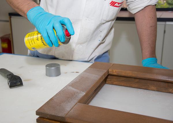 Super Neues Abbeizer-Spray für Holzfenster & Co. – Adler zeigt wie's geht KK03