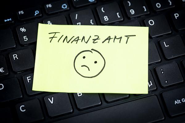 Rechnungskontrolle nicht vergessen. Dem Finanzamt kein Geld schenken.