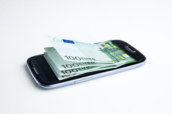 Der neue Trend: Smartphone-Banking. Mit dem Girocode können Malerbetriebe Mobile Banking zu ihrem Vorteil nutzen.