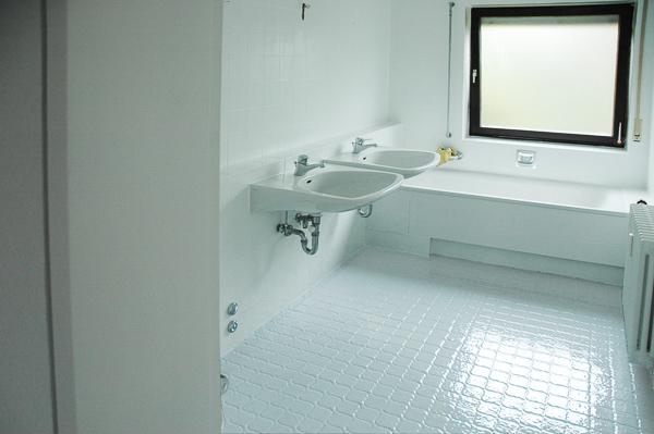 jaeger badrenovierung fliesen und wanne sicher beschichten. Black Bedroom Furniture Sets. Home Design Ideas