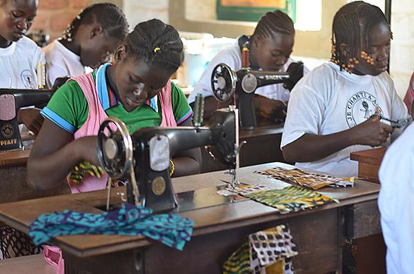 Burkina Faso: AMPO ermöglicht Schneiderlehre