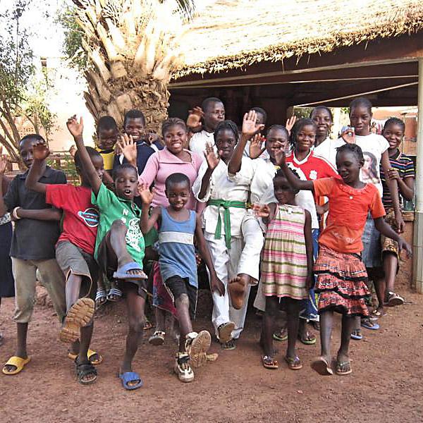 Spaß in den AMPO-Waisenhäusern Burkina Fasos